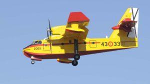 Uno de los cuatro CL.-415 del Ejército del Aire español aterrizando en su base de Torrejón.