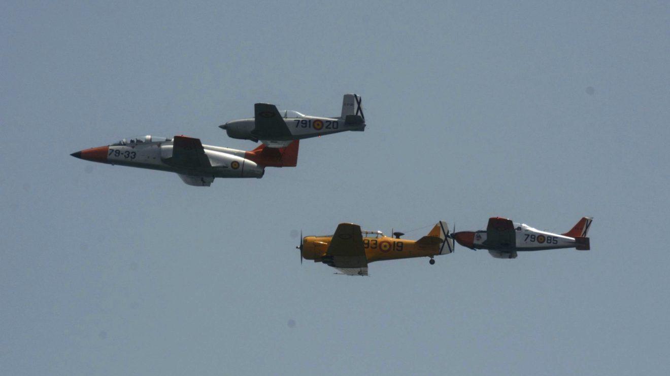 La FIO y la AGA realizaron una formación conjunta de aviones que han pasado por la Academia-