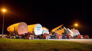 El convoy con las secciones del primer Airbus A380 para ANA tras ser desembarcadas en Langon, listas para su viaje de tres noches a Toulouse.