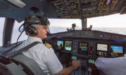 ATR ha incluido la posibilidad de usar un sistema de visión aumentada para condiciones de baja visibilidad que puede usarse en forma de gafas como las usadas por el piloto de la foto.