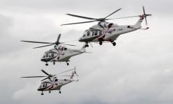Los tres helicópteros despegaban juntos para sus demostraciones aéreas.