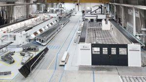 factoría de Aciturri en Boecillo con la nueva máquina de recanteado automático de MTorres.