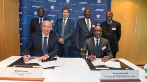 Firma del acuerdo entre Airbus y el Gobierno de Costa de Marfil para potenciar la industria aeroespacial.
