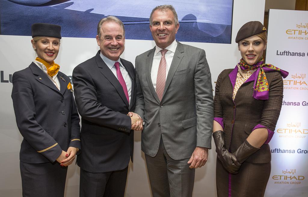A la izquierda James Hogan, presidente de Etihad, y derecha Carsten Spohr, presidente del Grupo Lufthansa.