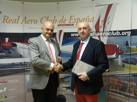 Sepla y RACE llegan a un acuerdo para fomentar la profesión de piloto en España.