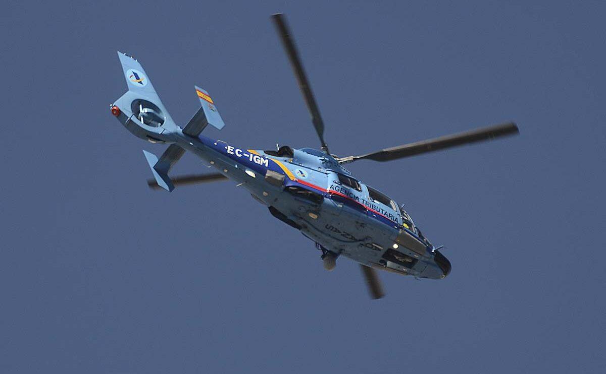"""La Agencia Estatal de Administración Tributaria. """"Aduanas"""" perdió recientemente en un accidente uno de sus AS365."""