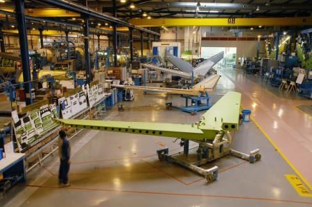 Cadena de producción de estabilizadores horizontales de la familia Embraer EJet en Aernnova.