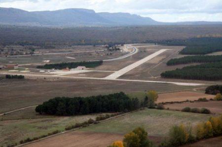 El aeródromo de Garray está junto al pueblo del mismo nombre, a unos 6 km al norte de Soria.
