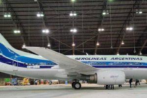 """El B-6737 LV-GOO ya con sudecoración retro, si bien la cola difiere del original, donde las bandas azules y las """"A"""" ocupaban más espacio."""