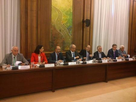 Varios de los representantes de aerolíneas españolas y asociaciones de aerolíneas en la reunión con Fomento.