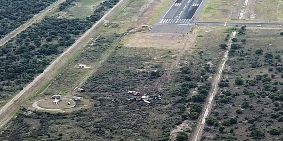 Posición final del avión. Los motores quedaron arrancados en el terreno junto a la pista en la esquina superior derecha de la imagen.