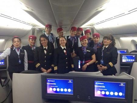 Tripulación de Aeroméxico que cubrió el vuelo entre México y Madrid el Día Internacional de la Mujer