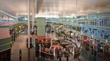Interior de la terminal 1 del aeropuerto de Barcelona El Prat.
