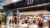 Zona de tiendas en el aeropuerto de Málaga.