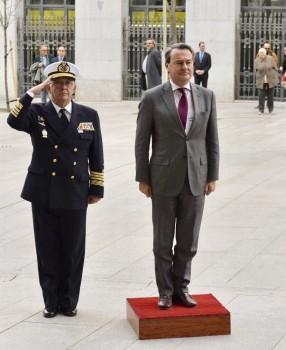 A la derecha, el secretario de Estado de Defensa, Agustín Conde.
