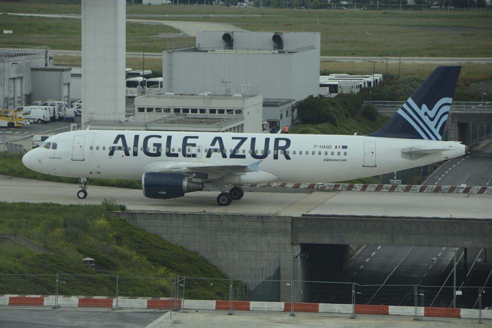 Aigle Azur opera principalmente desde el aeropuerto de París Orly con aviones A320 y A319 además de dos A330. Argelia es su principal mercado.