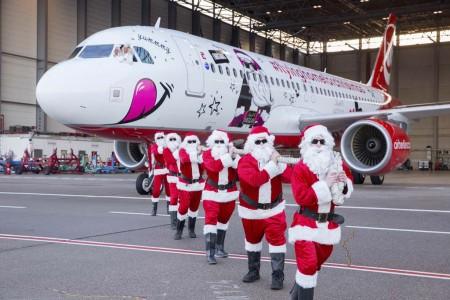 La decoración del Airbus A320 navideño de Air Berlin de este año es diferente por cada lado.