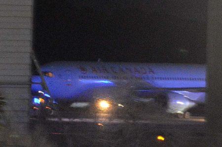 El avión ya detenido en tierra trs la toma.