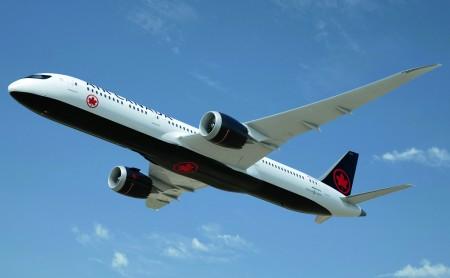 Air Canada cambia de imagen por sus 80 años pero manteniendo su histórico emblema de la hoja de arce.