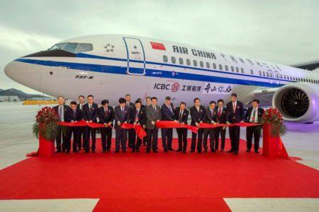 Ceremonia de entrega del primer Boeing 737 MAX desde China.
