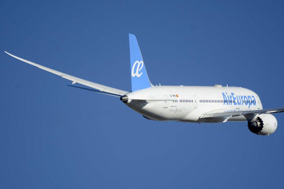 Globalia incluye entre sus empresas, además de a Airf Europa, agencias de viaje, hoteles, tour operadores, handling aeronáutico y transporte de viajeros por carretera.