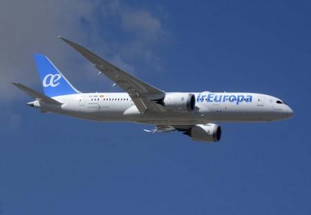Pasada por la pista 32L de Barajas a su llegada de Estados Unidos del segundo Boeing 787 de Air Europa.