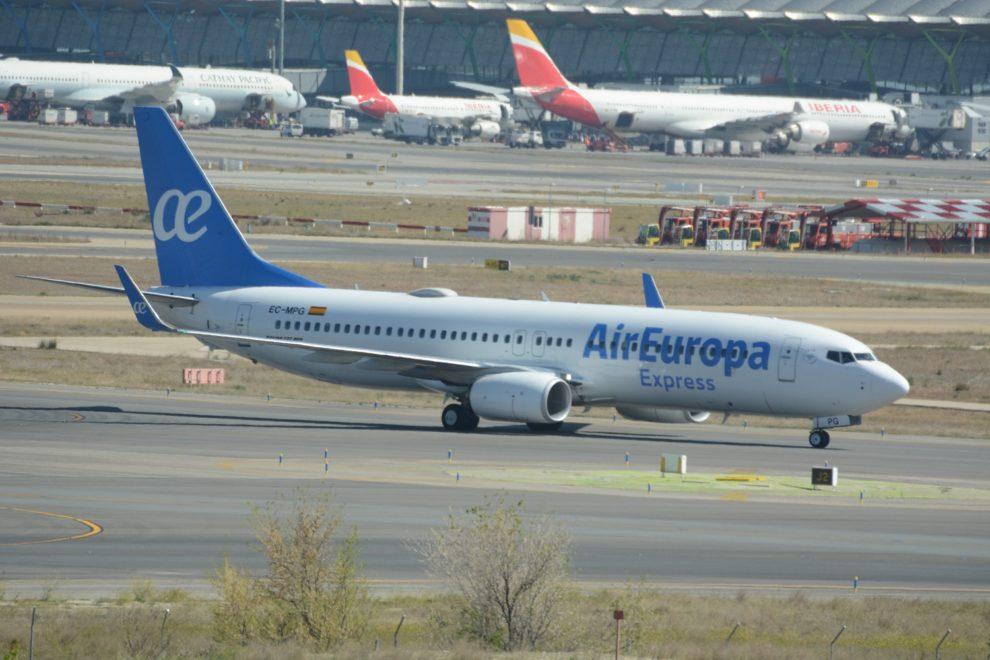El primero de los Boeing 737-800 de Air Europa Express en el aeropuerto Madrid Barajas.
