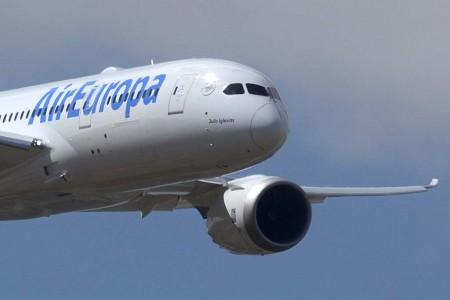 Entre las entregas de Boeing en el segundo trimestre de 2016 está el segundo de los Boeing 787 de Air Europa que ha sido bautizado Julio Iglesias.