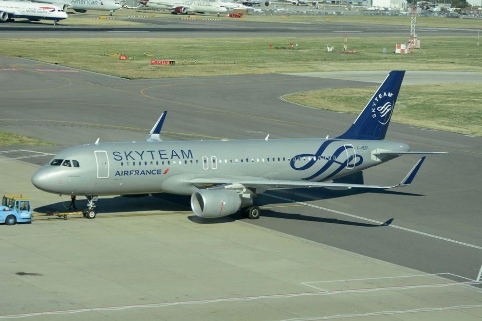 Algunos aviones de la famlia A320 de Air France cuentan con cerca de 25 años. Otros, como este, dos o menos años, con los últimos entgregados este mismo 2019.