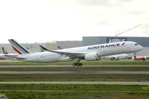 Despegue de Toulouse hacia París del 350 A350 entregado por Airbus.
