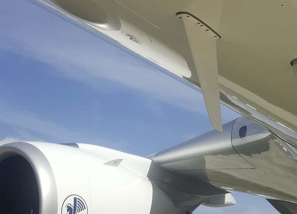 El A350 cuenta con dos cámaras. Una en lo alto de la deriva y otra bajo el fuselaje.