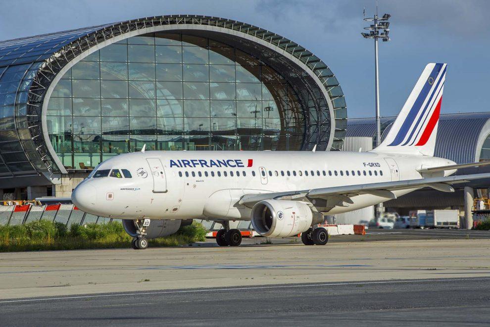 Airbus A319 de Air France en el aeropuerto de París Charles de Gaulle.º