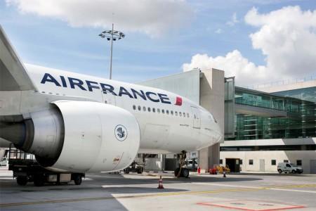 Boeing 777-300ER de Air France en el aeropuerto París Charles de Gaulle.