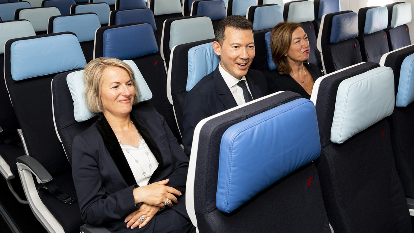 Anne Rigail, CEO de Air France. Benjamin Smith, CEO del Grupo Air rance KLM y Anne-Marie Couderc, presidenta del consejo de administración de Air France KLM a bordo del A350.
