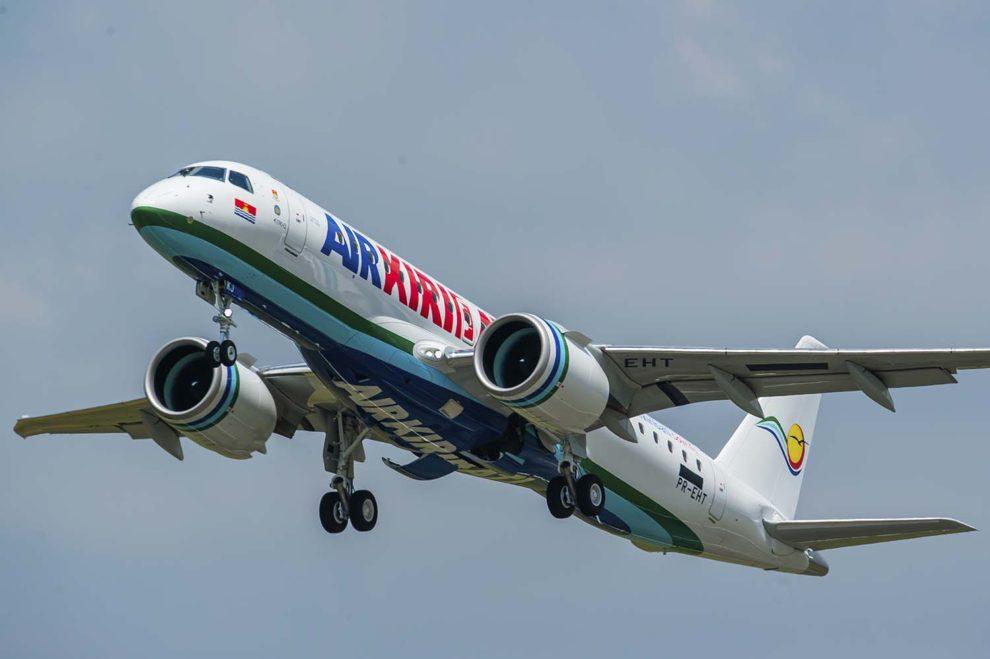 El primer Embraer E190-E2 de Air Kiribati durante uno de sus vuelos de prueba.