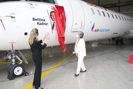 Bettina Kadner descubre su nombre en el CRJ1000 EC-MTO de Air Nostrum.