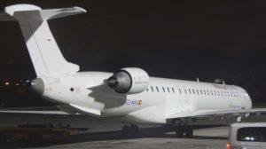 Air Nostrum ha dejado muchos de sus aviones blancos, añadiendo los títulos de la aerolínea para la que operen.