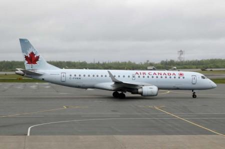 Air Canada incorporó 45 Embraer E190 entre 2005 y 2008 además de 15 E175 (entre 2005 y 2006) que desde 2013 opera Sky Regional  como Air Canda Express.