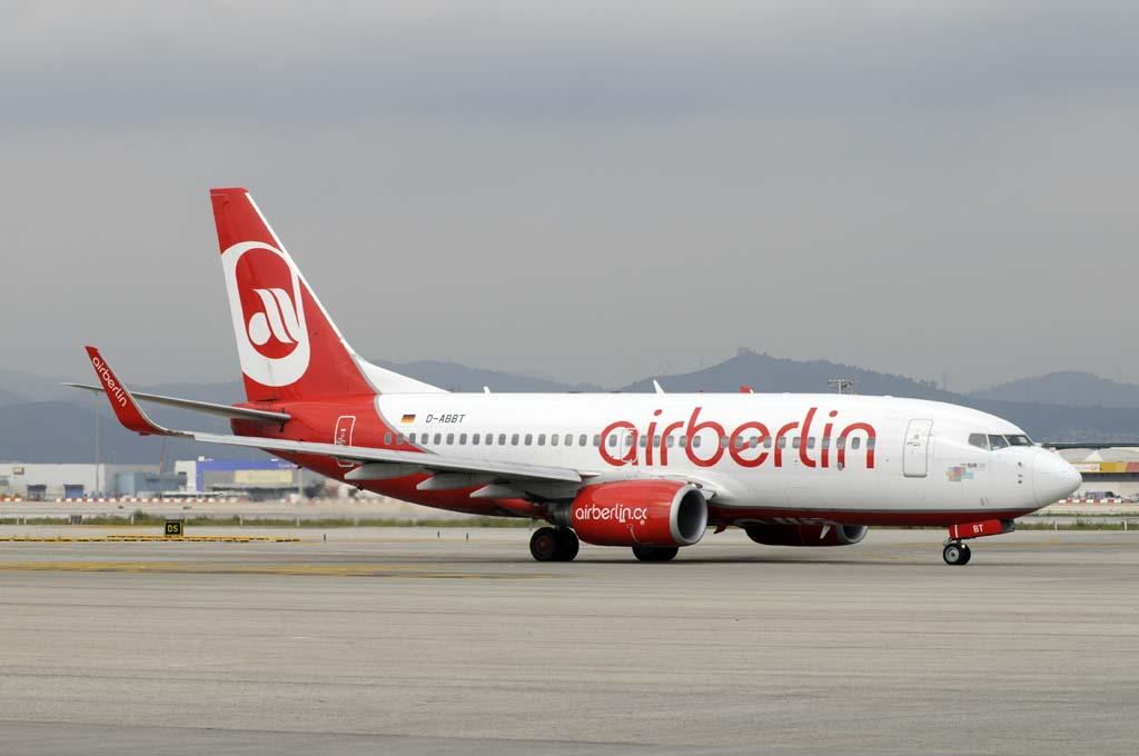 Boeing 737 de Air Berlin en el aeropuerto de Barcelona.