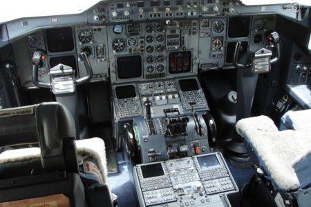 Cockpir A300-600F en su configuración original.