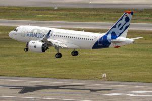 El A319neo con motores PW1100G durante uno de sus vuelos de certificación.
