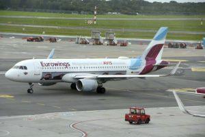 Airbus A320 de Eurowings, del Grupo Lufthansa, en el aeropuerto de Hamburgo.