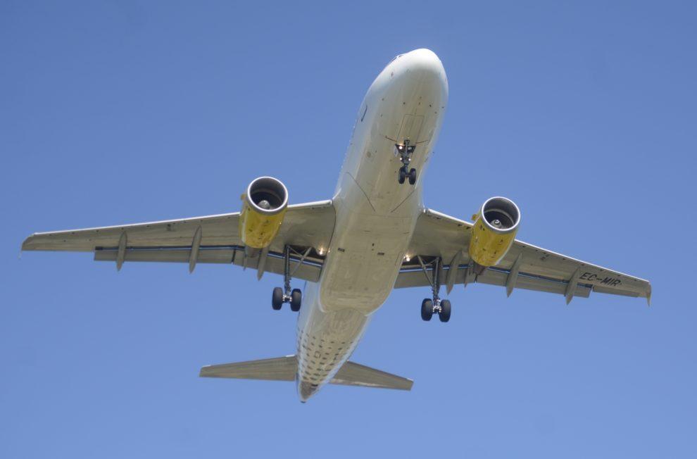 Los pilotos de Vueling han convocado cuatro días de huelga para defender sus puestos de trabajo en España y equiparar sus sueldos a los de otras aerolíneas low cost europeas.