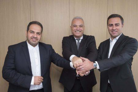 Firma entre Airbus e Iran Airtours en el salón de Le Bourget.