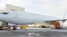 El primer A330-300F de DHL ha sido entregado en un anónimo blanco.