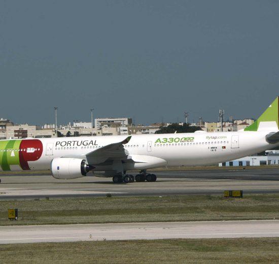 El A330-900 de TAP en el aeropuerto de Lisboa poco antes de ser preparado para el vuelo a Rio de Janeiro.