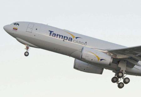 A330F en el que se aprecia la modificación de las compuertas del tren de aterrizaje delantero.
