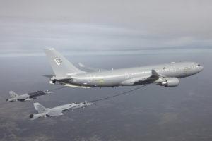 Dos F/A-18 del Ejército del Aire repostando de un A330MRTT durante las pruebas de certificación del cisterna.