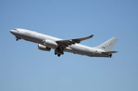 Airbus Defence and Space entregó, entre otros tres A400M y el primer A330MRTT para la fuerza multinacional de cisternas de la OTAN.