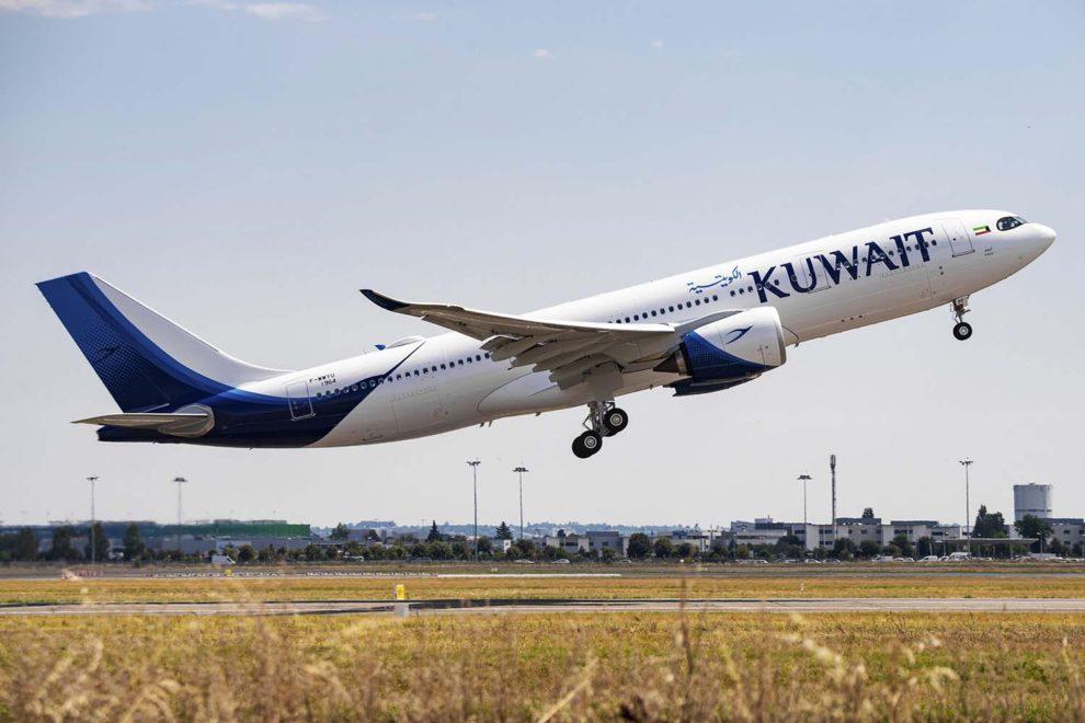 El primero de los Airbus A330-800 de Kuwait Airways despegando para un vuelo de pruebas.
